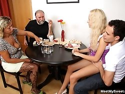A dinner where he introduces his girlfriend to his parents turns into pussy eating time